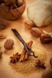 Aromatiska ingredienser för stekheta julkakor Arkivbilder