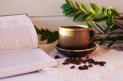 Aromatiskt kaffe är en favorit- drink Turken gör kaffe royaltyfri fotografi