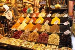 Aromatizzi il negozio al bazar della spezia a Costantinopoli, Fotografie Stock