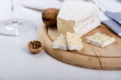 Aromatyczny brie ser z walntus obrazy royalty free