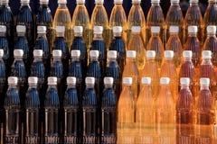 Aromatyczny domowej roboty wino przy etniczną opłatą obrazy stock