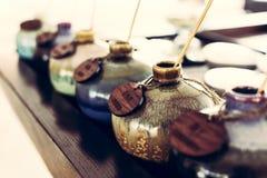 Aromatyczny olej w ceramicznej wazie obrazy royalty free