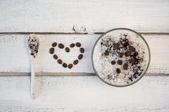 Aromatyczny zdroju kawowy ustawiający z morze solą Pojęcie kocham sól obraz stock