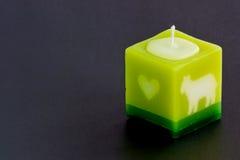 Arometic stearinljus på den svarta tabellen Royaltyfri Foto