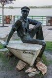 ARONA, ITALIË EUROPA - 17 SEPTEMBER: Standbeeld van een zeeman in Arona royalty-vrije stock fotografie