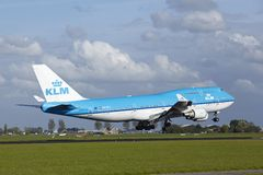 Aéroport Schiphol d'Amsterdam - Boeing 747 de KLM débarque Images libres de droits