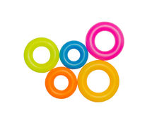 Aros plásticos multicolores aislados Imágenes de archivo libres de regalías