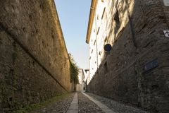 ` Arquato, ciudad medieval de Castell Imágenes de archivo libres de regalías