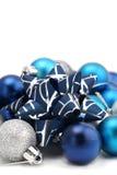 Arqueamiento con los ornamentos de la Navidad del azul y de la plata Imagenes de archivo