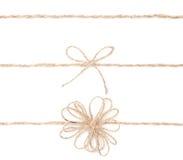Arqueamiento de la cuerda. Yute que envuelve la colección para el presente. Cierre para arriba. imágenes de archivo libres de regalías