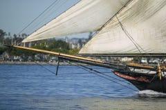 Arqueamiento de un velero fotografía de archivo libre de regalías