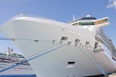 Arqueamiento del barco de cruceros de lujo Fotografía de archivo