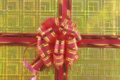 Arqueamiento del día de fiesta en fondo amarillo Foto de archivo libre de regalías