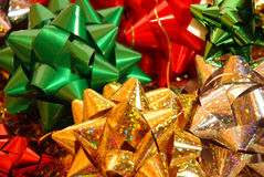 Arqueamientos de la Navidad en el fondo blanco Foto de archivo