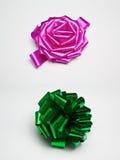 Arqueamientos rosados y verdes del regalo Imagen de archivo libre de regalías