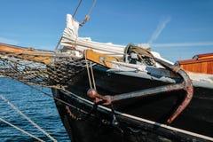 Arquee y ancla de un velero grande Foto de archivo libre de regalías