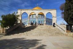 Arqueie na frente da abóbada da mesquita da rocha, Israel Imagens de Stock