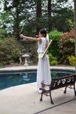 Arquero de la muchacha en blanco Imagen de archivo libre de regalías