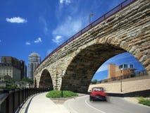 arquez la pierre mobile du centre de Minneapolis de véhicule Image libre de droits