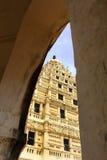 Arquez la vue de la tour de cloche au palais de maratha de thanjavur Photographie stock libre de droits