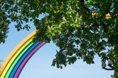 Arquez, peint dans les couleurs de l'arc-en-ciel, et des châtaignes dans Kyi Image libre de droits