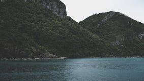 Arquipélago bonito de ilhas tropicais no Golfo da Tailândia apenas ao sul de Banguecoque fotos de stock