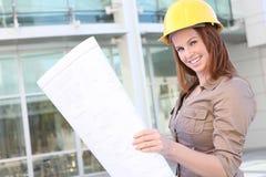Arquitecto bonito de la mujer de negocios Imagen de archivo libre de regalías