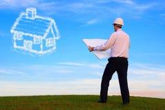 Arquitecto con plan y casa en la nube Fotografía de archivo libre de regalías