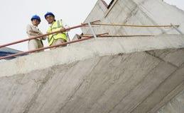 Arquitecto And Construction Manager en sitio Foto de archivo libre de regalías