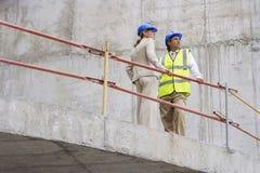 Arquitecto And Construction Manager en sitio Fotografía de archivo libre de regalías