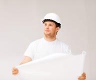 Arquitecto de sexo masculino que mira el modelo Fotografía de archivo