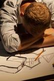 Arquitecto que duerme en el trabajo imagen de archivo