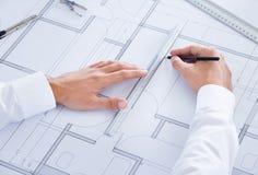 Arquitecto Working On Blueprint Fotos de archivo