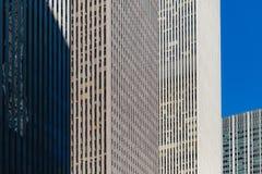 Arquitectura abstracta de Nueva York, reflejos de luz Foto de archivo libre de regalías