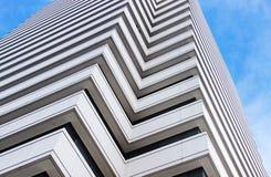 Arquitectura abstracta de un edificio moderno imagenes de archivo