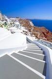 Arquitectura del pueblo de Oia en la isla de Santorini Foto de archivo libre de regalías