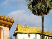 Arquitectura birmana en la pagoda global Imagen de archivo