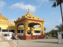 Arquitectura birmana en la pagoda global Foto de archivo libre de regalías