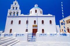 Arquitectura blanca de la ciudad de Oia en la isla de Santorini Fotografía de archivo libre de regalías