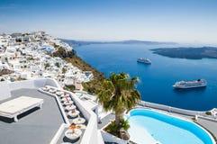 Arquitectura blanca en la isla de Santorini, Grecia Foto de archivo