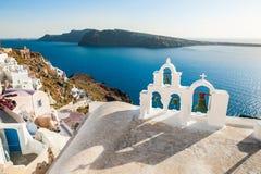 Arquitectura blanca en la isla de Santorini, Grecia Fotografía de archivo