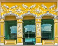 Arquitectura Chino-portuguesa de muchos los edificios en la ciudad de Phuket Imagen de archivo libre de regalías