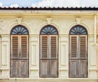 Arquitectura Chino-portuguesa de muchos los edificios en la ciudad de Phuket Foto de archivo