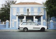 Arquitectura colonial en Willemstad, Curaçao, Antill holandés imagenes de archivo