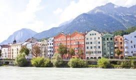 Arquitectura colorida de casas de Innsbruck, Austria Innsbruck es el capital del Foto de archivo libre de regalías