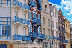 Arquitectura colorida en el Mers-les-Bains, Normandía del norte, Francia Imagen de archivo libre de regalías