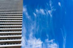 Arquitectura con el cielo azul en el fondo imágenes de archivo libres de regalías