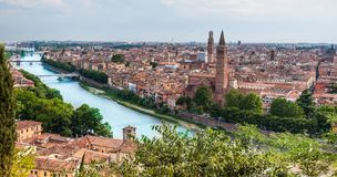 Arquitectura da cidade bonita Vista aérea região de Verona, Itália, Vêneto imagens de stock royalty free