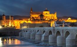 Arquitectura da cidade de Córdova no por do sol Fotos de Stock Royalty Free