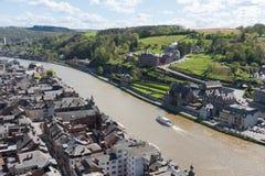 Arquitectura da cidade de Dinant ao longo do rio Meuse, Bélgica imagens de stock royalty free